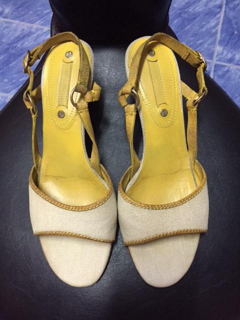 รองเท้า Gucci size 4.5 รองเท้าของลูกชายค่ะ ใส่ได้ทั้งหญิงและชายนะค่ะ  สภาพดีมากค่ะ ผ่านการใช้งานน้อยมาก ขายราคา 2,850